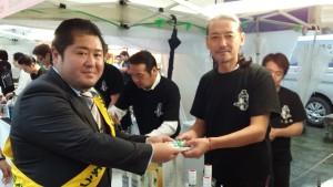 宇都宮カクテル倶楽部 代表幹事 上杉様(右)と会員